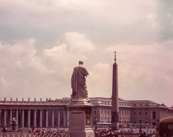 Italy_StPetersSquare1